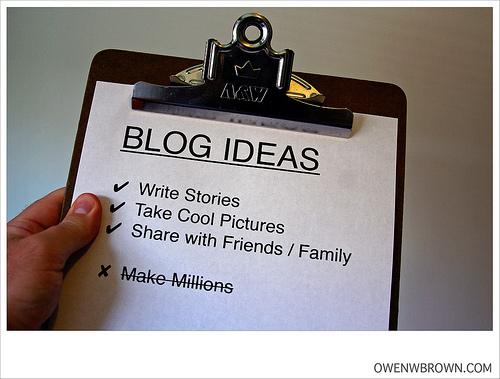 ブログのアイディアと書かれた紙