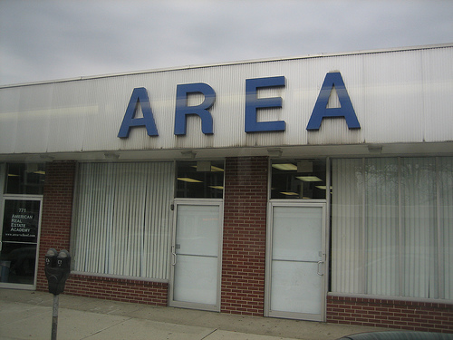 AREAという看板が出ている建物